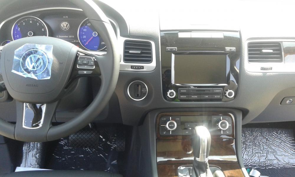 Bán xe Volkswagen TouaregGP sản xuất 2016, màu xám, nhập khẩu
