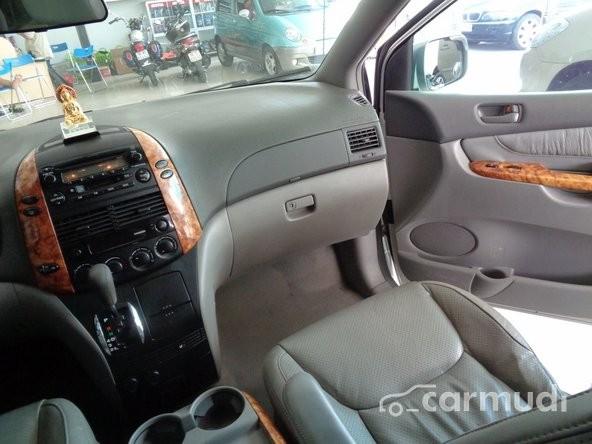 Cần bán gấp Toyota Sienna AT năm 2004, nhập khẩu chính hãng, giá 660tr