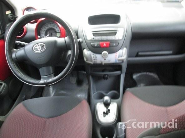 Xe Toyota Aygo 2011 cũ màu đỏ đang được bán