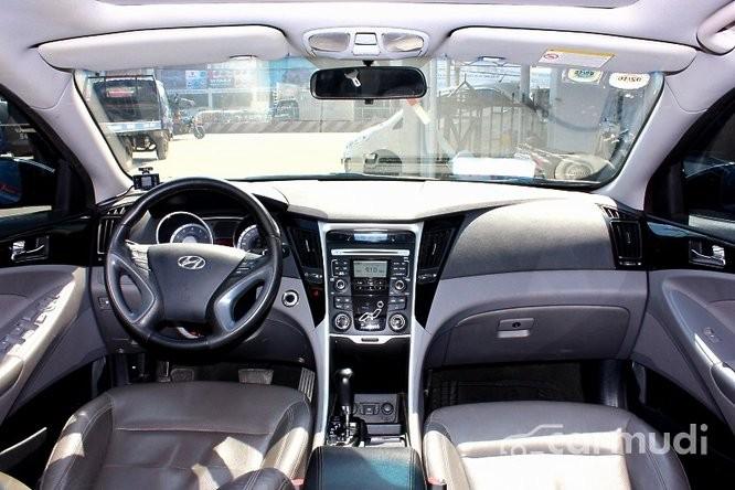 Cần bán gấp Hyundai Sonata đời 2011, màu đen số tự động, 725 triệu