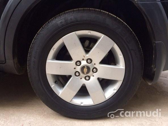 Cần bán lại xe Chevrolet Captiva LT MT cũ màu đen đã đi 40000 km
