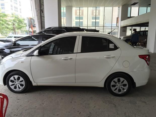 Bán Hyundai i10 2015, màu trắng, xe nhập, còn mới