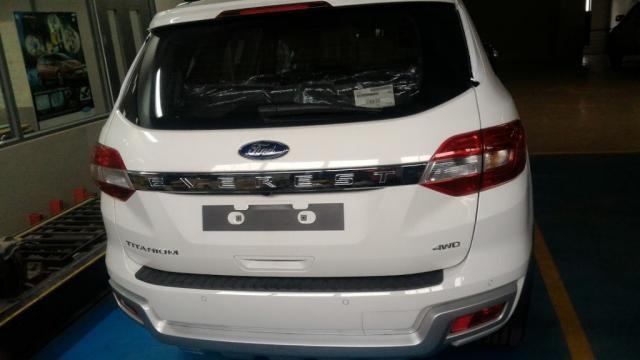 Cần bán xe Ford Everest đời 2015, màu trắng, xe nhập