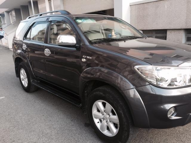 Cần bán xe Toyota Fortuner đời 2010, màu đen, nhập khẩu, ít sử dụng