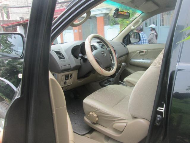 Cần bán gấp Toyota Hilux 3.0 đời 2015, màu đen, nhập khẩu Thái Lan, chính chủ, giá 485tr