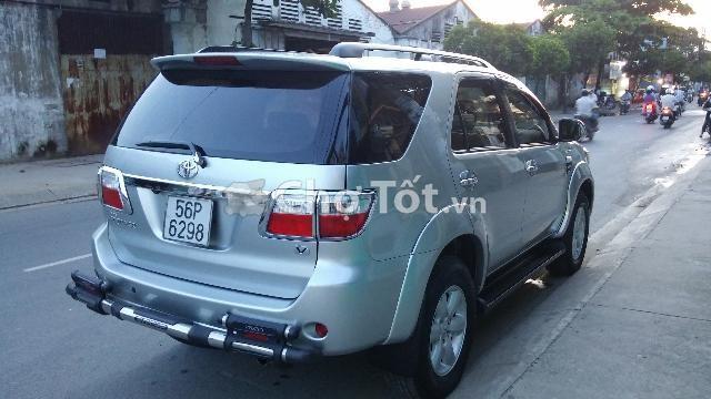 Cần bán Toyota Fortuner năm 2010, màu bạc, nhập khẩu chính hãng, xe gia đình