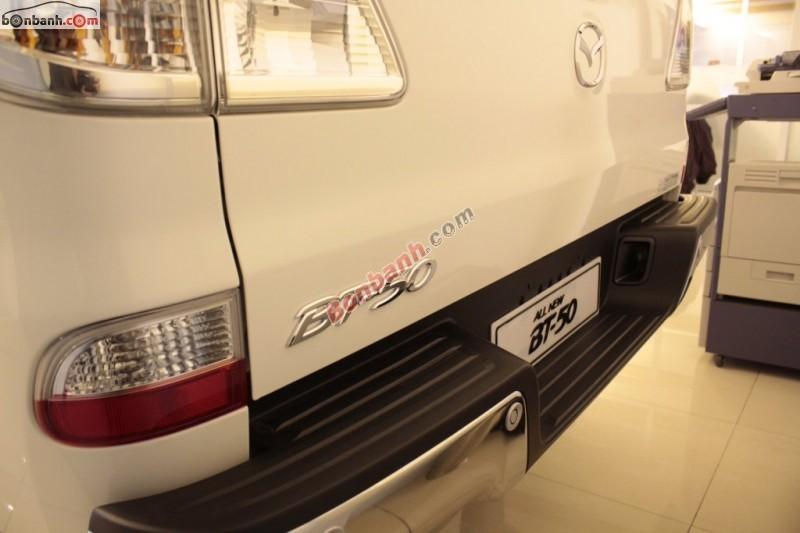 Cần bán xe Mazda BT 50 2.2AT 2WD đời 2015, màu trắng, nhập khẩu, giá chỉ 684 triệu
