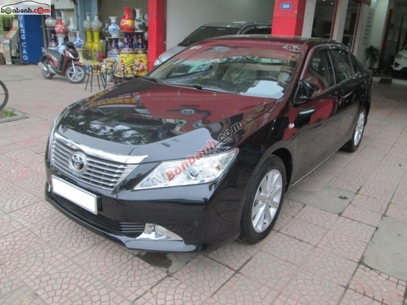 Sàn ô tô Hòa Bình bán Toyota Camry 2.5G đời 2013, màu đen, chính chủ