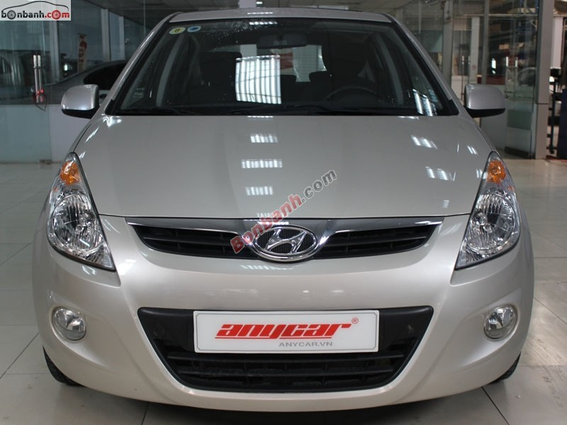 Cần bán lại xe Hyundai i20 đời 2012, màu bạc, nhập khẩu chính hãng, số tự động, giá 520tr