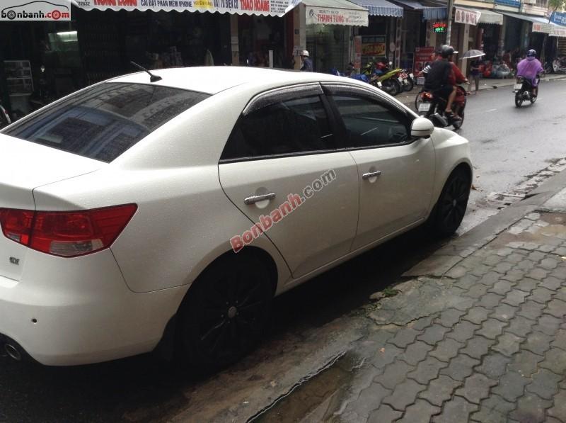Bán xe Kia Forte Sx sản xuất 2011, màu trắng, gia đình đi kỹ nên còn rất đẹp