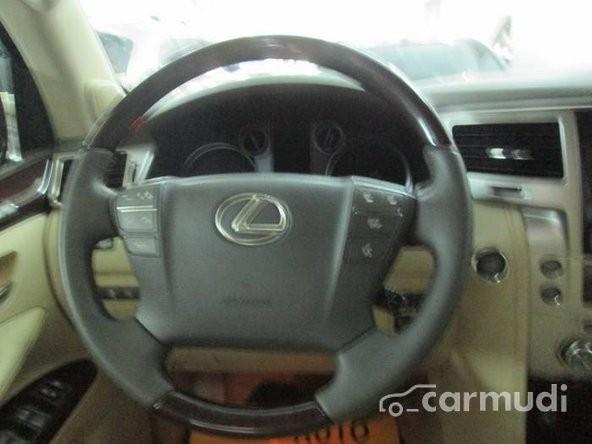 Cần bán gấp Lexus LX 570 AT đời 2013, màu đen, nhập khẩu nguyên chiếc