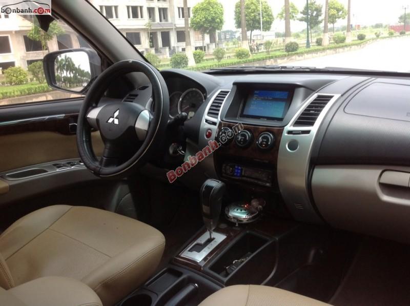 Gia đình bán Mitsubishi Pajero 4x4AT đời 2012, màu nâu gia đình