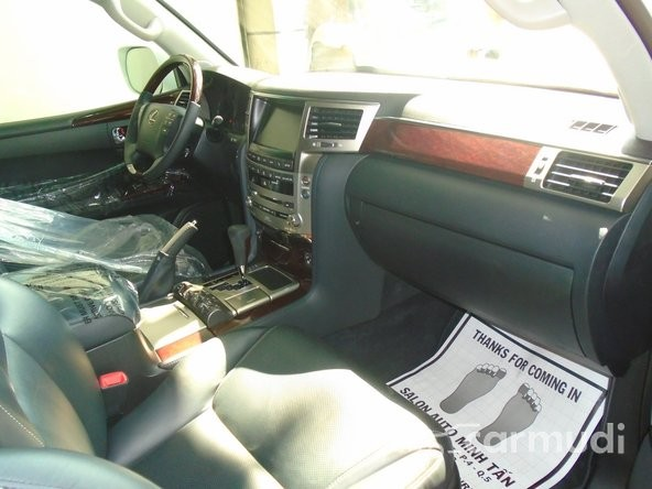 Bán ô tô Lexus LX 570 đời 2013, màu trắng, xe nhập