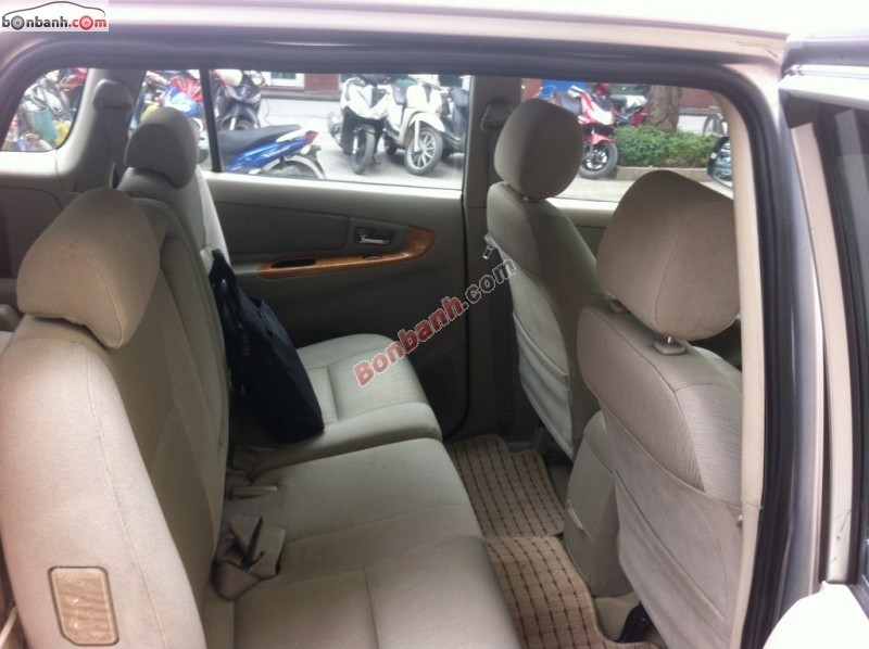 Bán Toyota Innova 2.0G cũ màu bạc, chính chủ, giá 498tr