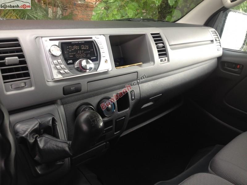Cần bán Toyota Hiace đời 2010, xe gia đình, giá 645tr