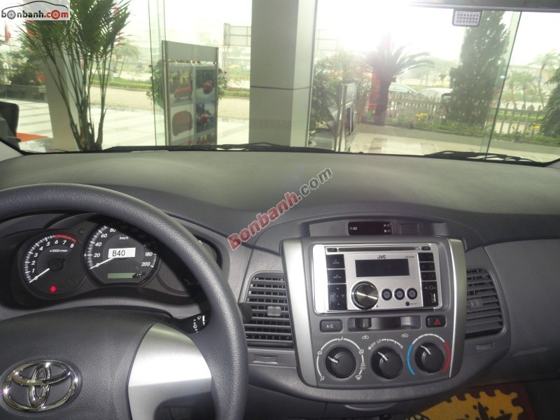 Xe Toyota Innova 2.0E 2015
