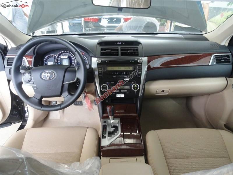 Xe Toyota Camry 2.0E New 2015