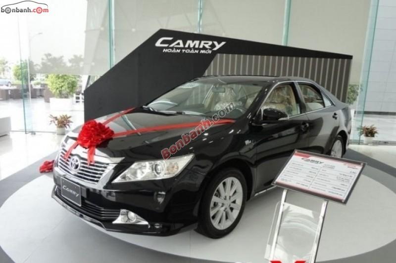Cần bán xe Toyota Camry đời 2015, màu đen