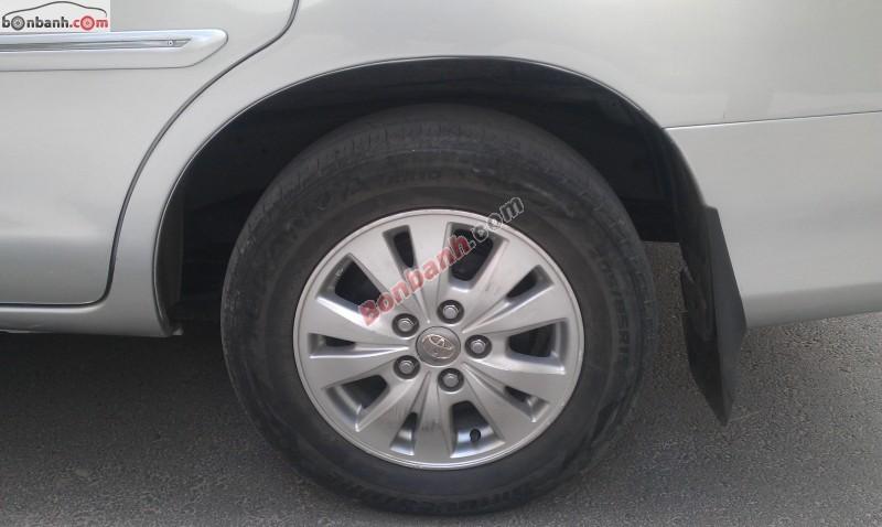 Cần bán xe Toyota Innova G đời 2010, màu bạc, xe đẹp