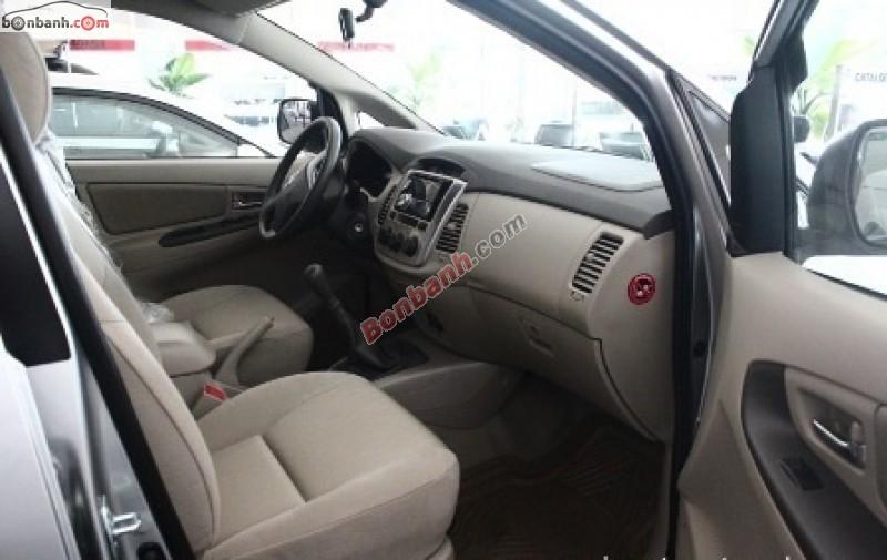 Xe Toyota Innova Bán    2.0 E  mới tại TP HCM 2014