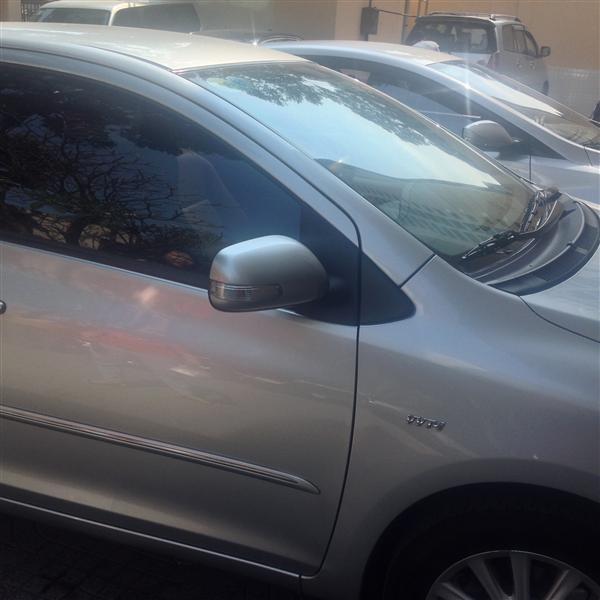 Cần bán Toyota Vios E 2011, màu bạc, chính chủ