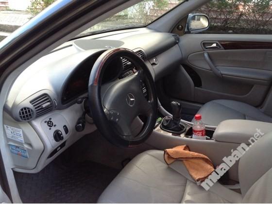 Xe Mercedes C200 sản xuất 2003, màu đen, xe nhập, số sàn, giá chỉ 310 triệu