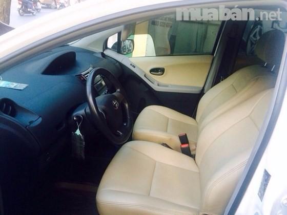 Bán Toyota Yaris đời 2012, màu trắng, nhập khẩu nguyên chiếc, 560tr