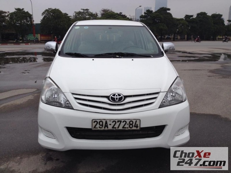 Cần bán xe Toyota Innova đời 2011, màu trắng, còn mới