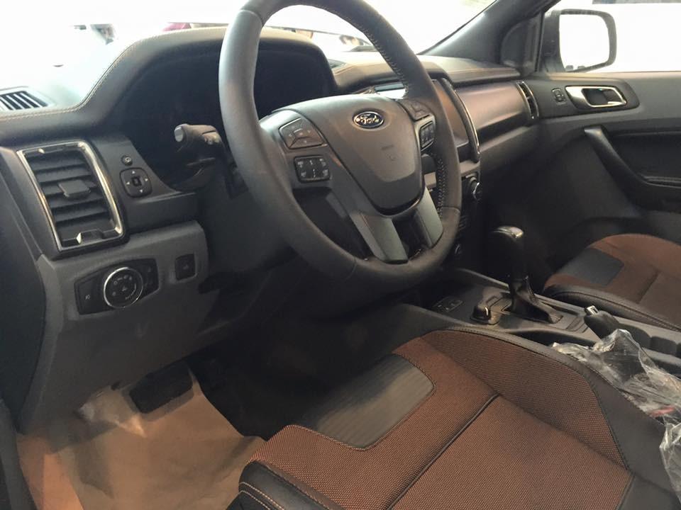 Cần bán xe Ford Ranger Wildtrak 3.2 AT 4x4 2016, màu bạc, nhập khẩu
