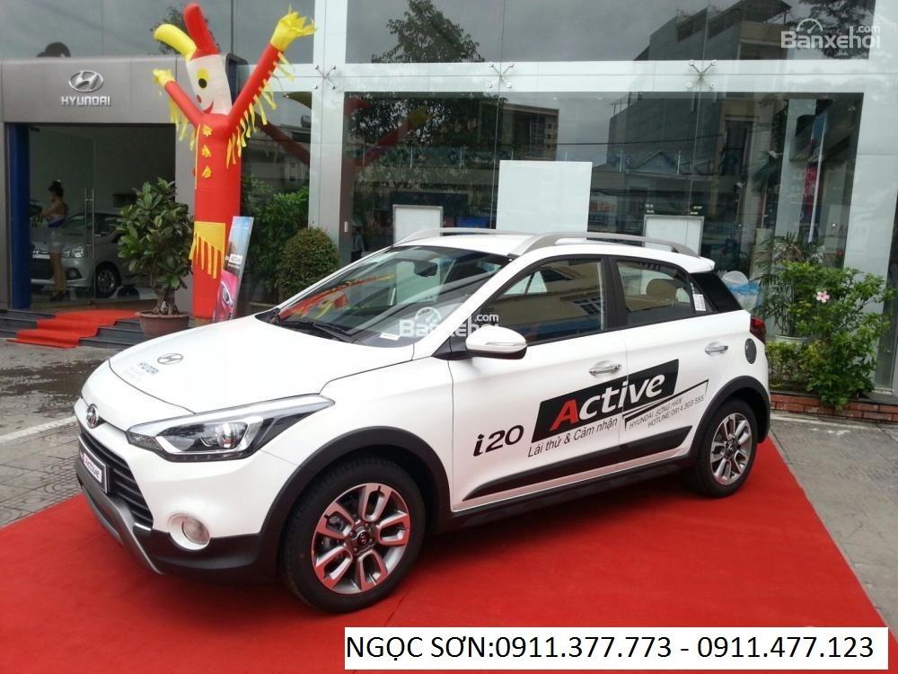 Bán Hyundai i20 mới 2016, màu trắng, xe nhập, giá chỉ 596 triệu. Lhệ: Ngọc Sơn: 0911.377.773