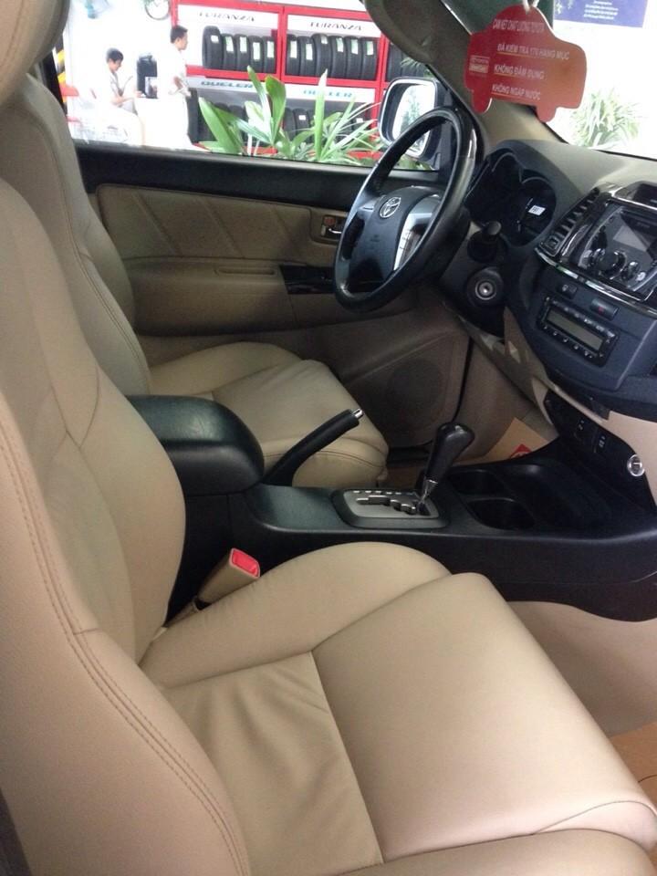 Cần bán xe Toyota Fortuner 2.7v 2014, màu xám, 940 triệu