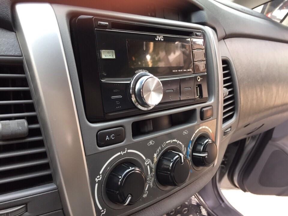 Bán ô tô Toyota Innova 2.0E 2013, màu bạc, giá thần tài