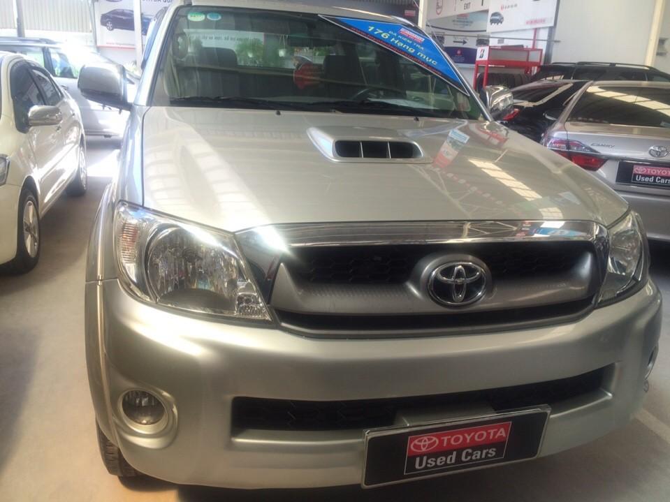 Cần bán Toyota Hilux 3.0g, đời 2010, màu bạc
