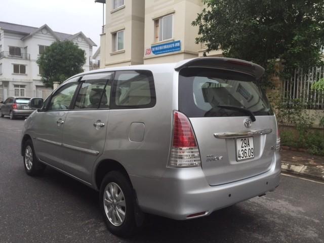 Cần bán gấp Toyota Innova G đời 2011, màu bạc, 505 triệu