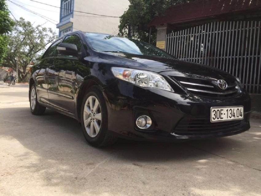 Bán xe Toyota Corolla altis AT đời 2013, màu đen, chính chủ giá cạnh tranh