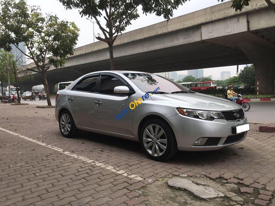 Cần bán Kia Forte đời 2009, màu bạc, xe nhập