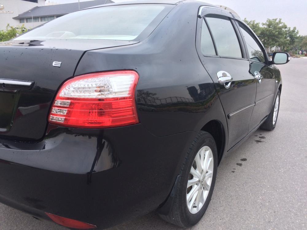 Cần bán Toyota Vios E MT đời 2010, màu đen chính chủ gia đình