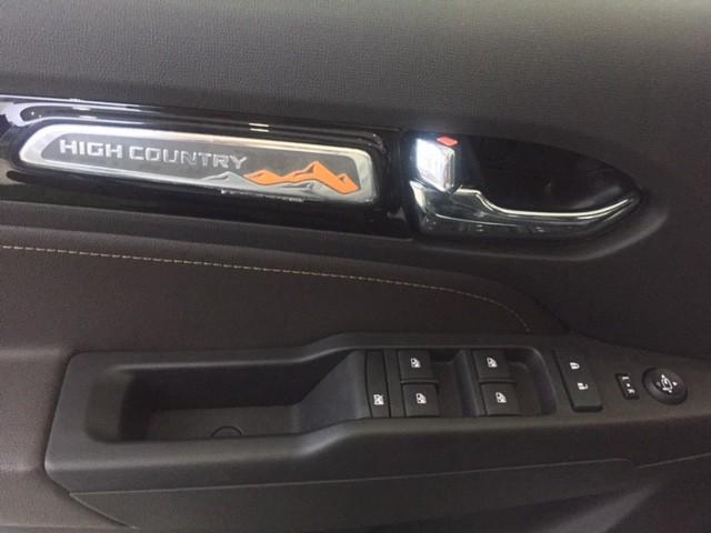 Cần bán Chevrolet Colorado High Country 2017, màu trắng, nhập khẩu nguyên chiếc