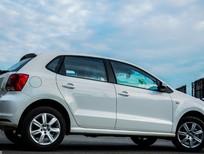 Cần bán Volkswagen Polo Hatchback AT sản xuất 2015, màu trắng, xe nhập, 755 triệu