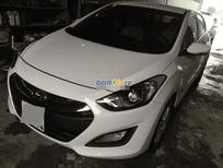 Cần bán gấp Hyundai i30 2013, màu trắng, số tự động