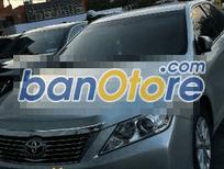 Cần bán xe Toyota Camry 2.0E đời 2013, màu bạc, xe nhập, số tự động, 960 triệu