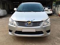 Cần bán Toyota Innova 2.0E sản xuất 2013, màu bạc, giá tốt