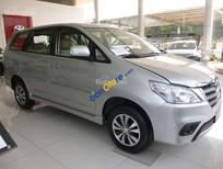 Cần bán Toyota Innova 2.0 E sản xuất 2016, màu bạc