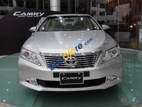 Cần bán Toyota Camry 2.0 E đời 2016, màu bạc