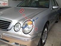 Cần bán xe Mercedes E240 đời 2001, màu bạc