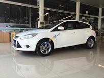 Bán ô tô Ford Focus 5 cửa, đời 2013, màu trắng, xe mới 90%, giá cạnh tranh