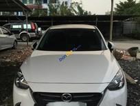 Cần bán lại xe Mazda 2 năm 2016 màu trắng, giá tốt
