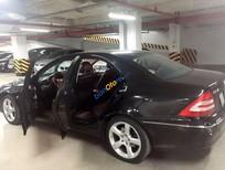 Cần bán xe Mercedes C240 đời 2005, màu đen chính chủ, giá tốt
