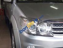 Bán Toyota Fortuner V đời 2009, màu bạc xe gia đình