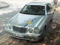Cần bán Mercedes E240 đời 2001, màu bạc, giá tốt